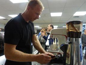 barista-guido-preparando-un-tornado-cafe-en-la-faema