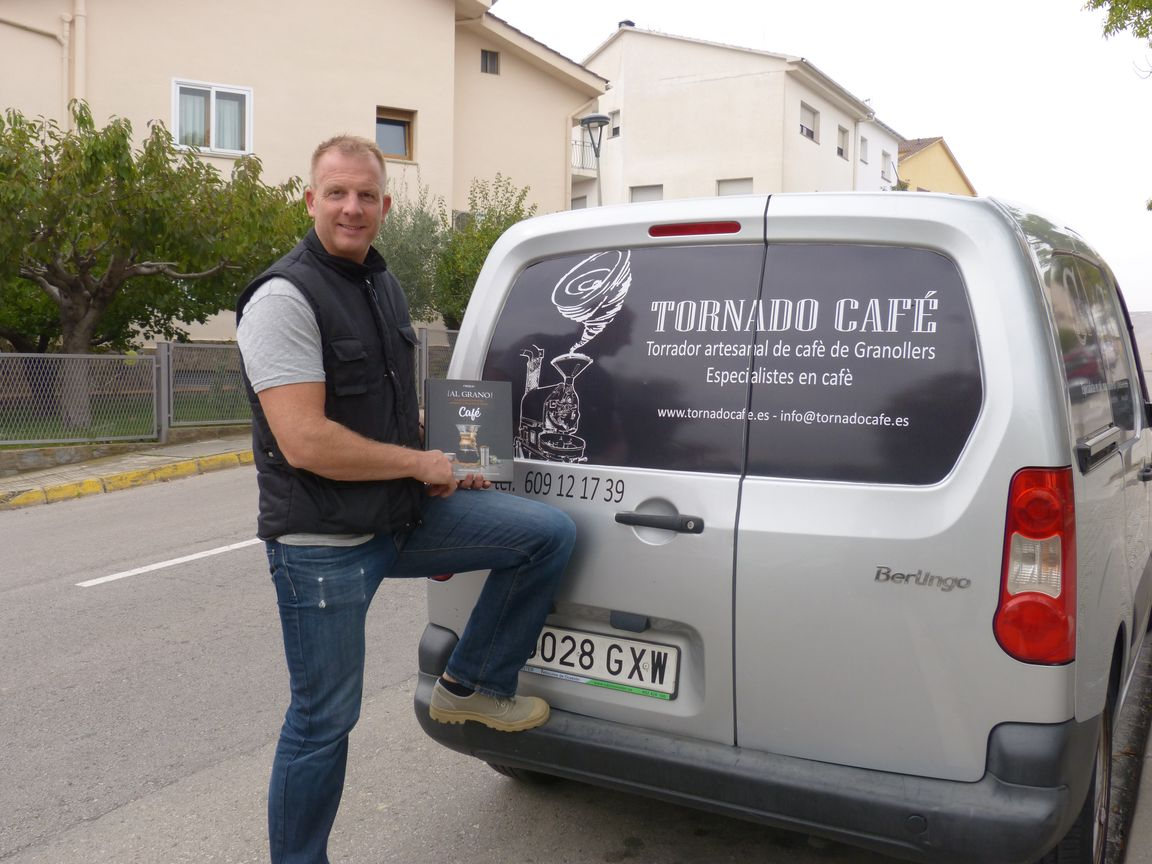 barista kim con Tornado Café www.tornadocafe.es